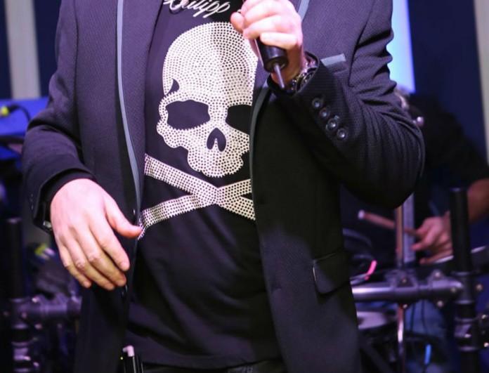 Απίστευτο κι όμως αληθινό! Γνωστός Έλληνας τραγουδιστής πήρε πτυχίο αστρολογίας