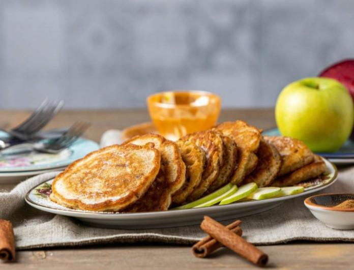 Οι τηγανίτες μήλου με κανέλα της Αργυρώς Μπαρμπαρίγου είναι τρέλα - Δεν θα μείνει κομμάτι