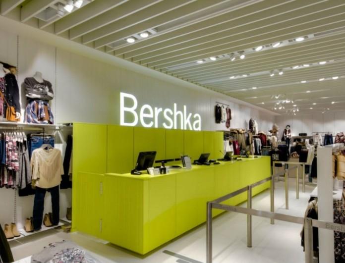Η νέα τρελή τάση των Bershka στα πέδιλα - Μοιάζουν με αθλητικά αλλά δεν είναι
