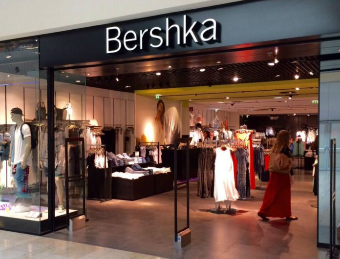 Συγκλονιστικό φόρεμα στη νέα συλλογή των Bershka
