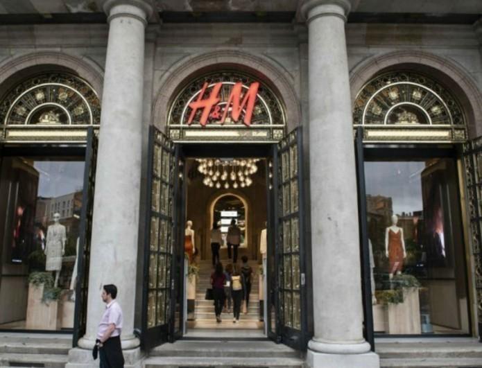 Το little black dress που ξεχώρισε στη νέα συλλογή των H&M