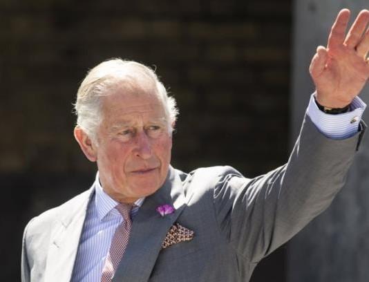 Ο πρίγκιπας Κάρολος έκανε την πρώτη του δημόσια εμφάνιση μετά την διάγνωση πως βρέθηκε θετικός στον κορωνοϊό