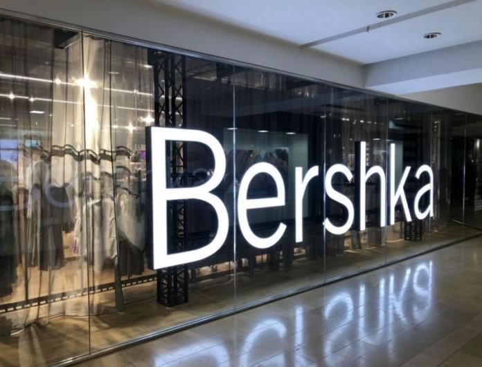 Αυτή την ολόσωμη white φόρμα από τα Bershka θα την φοράς όλο το καλοκαίρι