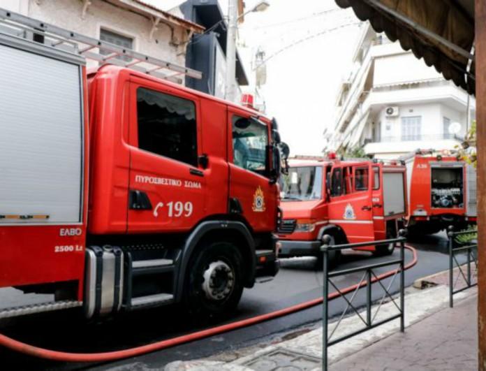 Μεγάλη φωτιά σε κτήριο στη Θεσσαλονίκη