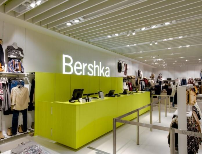 Μόνο στα Bershka - Τζιν φούστα με θανατηφόρο σκίσιμο
