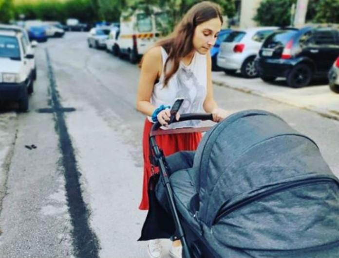 Η επική φωτογραφία της Φωτεινής Αθερίδου με τον «κορωνο - υιό» της