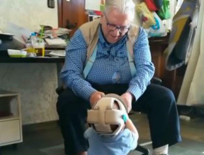 Θα δακρύσετε με το βίντεο της Αλίκης Κατσαβού για τον Κώστα Βουτσά και τον μικρό Φοίβο