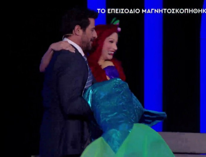 YFSF: Ο Αλέξης Γεωργούλης ως gentleman κουβάλησε την... Μικρή Γοργόνα!
