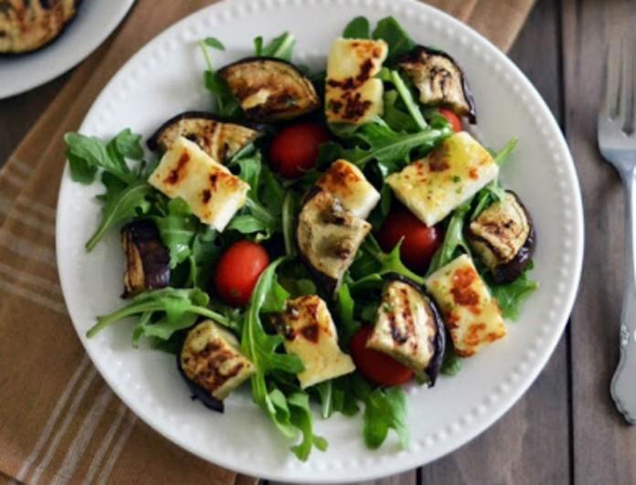 Σαλάτα με ψητή μελιτζάνα και σκόρδο της Βέφας Αλεξιάδου - Το λεμόνι την απογειώνει