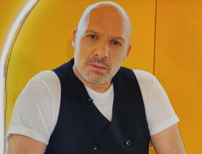 Ο Νίκος Μουτσινάς τα «έσπασε» στην Άννα Βίσση -  Μαζί του η «χρυσή ομάδα»