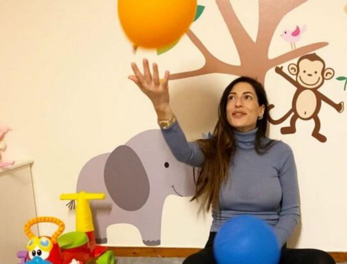 Η Φλορίντα Πετρουτσέλι μας δείχνει την φουσκωμένη της κοιλίτσα λίγο πριν γεννήσει