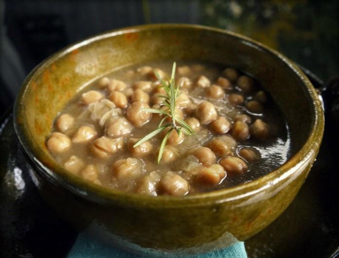 Ρεβυθάδα με λεμόνι και σκόρδο από την Βέφα Αλεξιάδου - Για τις ημέρες της νηστείας