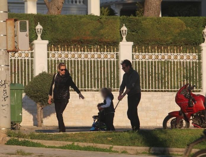 Βίκυ Καγιά και Ηλίας Κρασσάς σε «μετακίνηση 6» με τα παιδιά - Αποκλειστικές φωτογραφίες