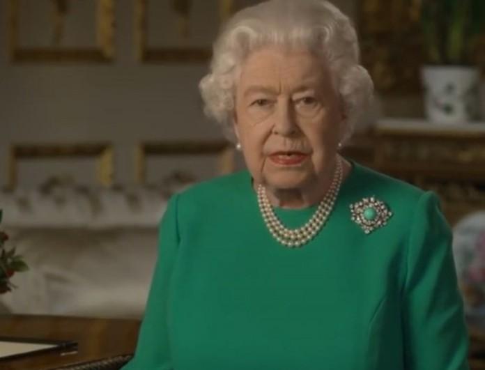 Σάλος με το διάγγελμα της Βασίλισσας Ελισάβετ - Το τρικ που δεν πρόσεξε κανείς