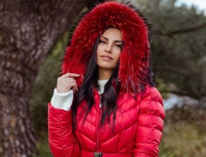Δήμητρα Αλεξανδράκη: Σχεδόν γυμνή στο κρεβάτι της η πρώην παίκτρια του My Style Rocks