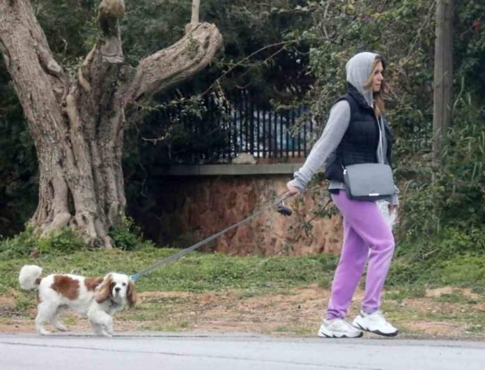 Έλλη Κοκκίνου: Βόλτα στην Γλυφάδα με την μαμά της - Μοιάζουν σαν δυο σταγόνες νερό