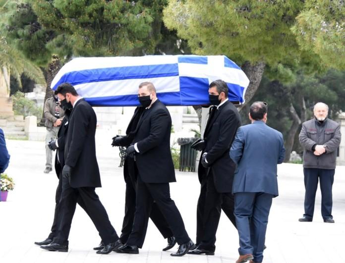 Το τελευταίο αντίο στον Μανώλη Γλέζο - Υψωμένη η ελληνική σημαία  στην Ακρόπολη