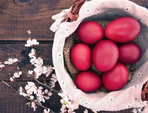Προσοχή! Αν κάνατε αυτό στα κόκκινα αυγά σας εχθές μην τα φάτε σήμερα