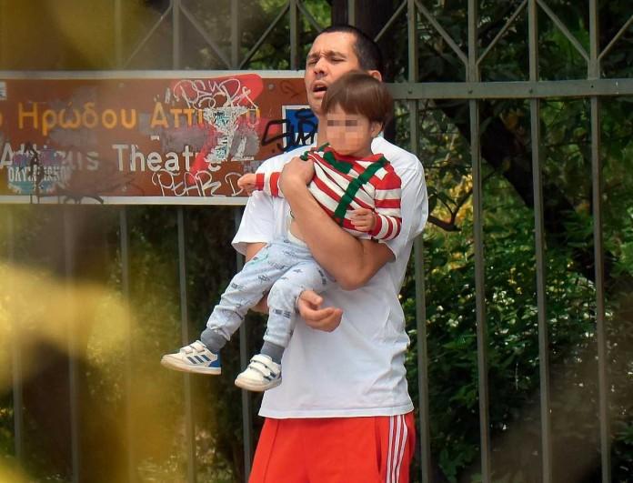Σωτήρης Κοντιζάς: Τάιζε τον γιο του στο στόμα - Όπως δεν έχετε ξαναδεί τον κριτή του Masterchef