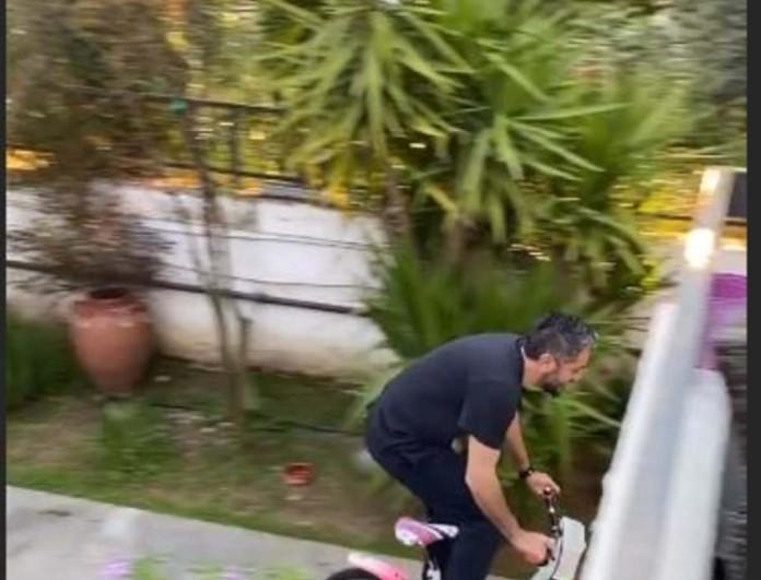 Αδιανόητο - Βάσω Λασκαράκη και Λευτέρης Σουλτάτος πήραν το ποδήλατο της Εύας και έκαναν βόλτες