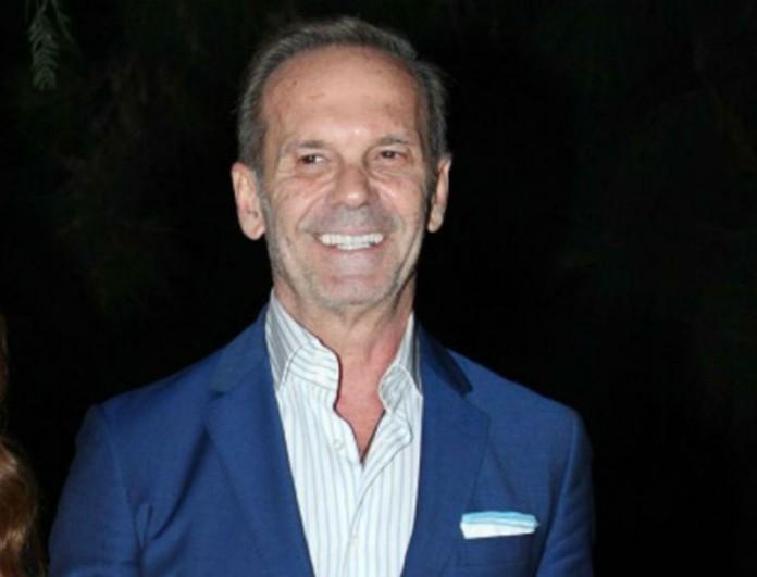 Πέτρος Κωστόπουλος: Βόλτα χαμογελαστός στην Ακρόπολη - Έβγαλε και φωτογραφία