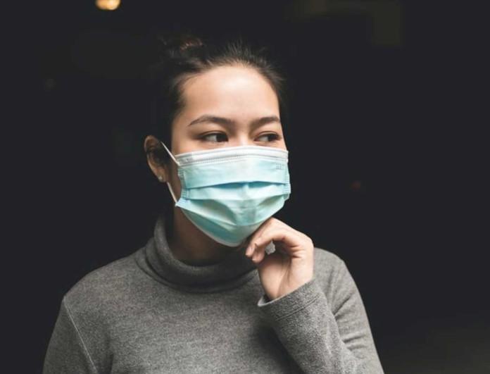 Φοράς συνέχεια μάσκα; Να τι μπορεί να πάθει το δέρμα σου