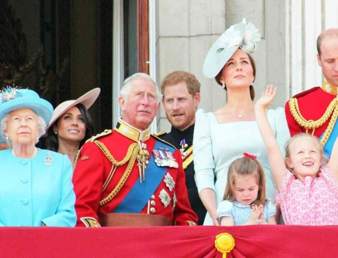 Έσκασαν τα ευχάριστα στο Buckingham - Δάκρυα χαράς για την Ελισάβετ