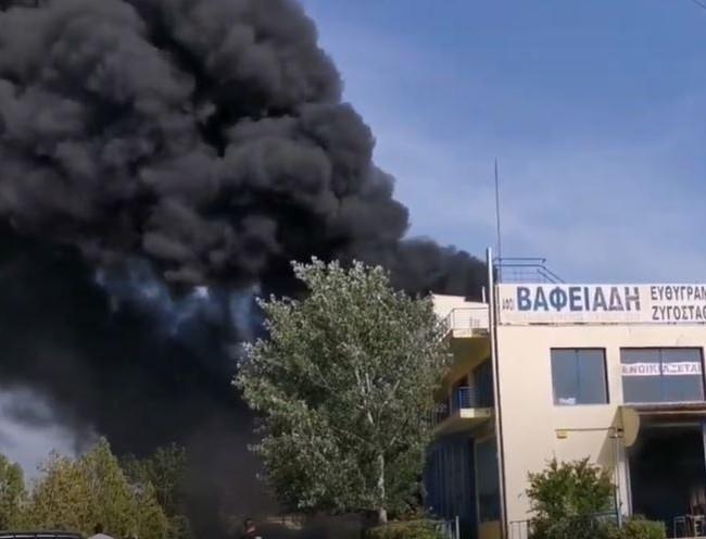 Συναγερμός και στη Θεσσαλονίκη - Ξέσπασε φωτιά σε επιχείρηση