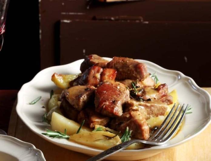 Μαριναρισμένο χοιρινό στη γάστρα με πατάτες και πορτοκάλι της Αργυρώς Μπαρμπαρίγου