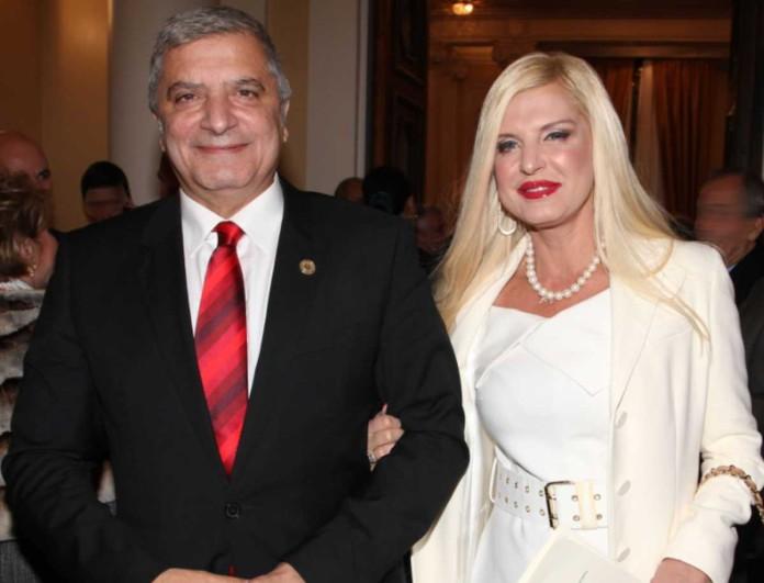 «Μάγεψε» με το κόκκινο φόρεμά της η Μαρίνα Πατούλη στα γενέθλια του συζύγου της