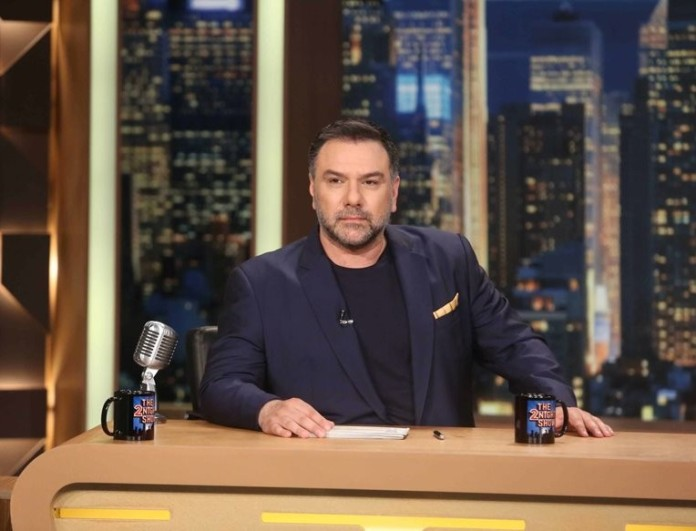 Γρηγόρης Αρναούτογλου: Χτύπησε κόκκινο σε νούμερα με το The 2night show στον ΑΝΤ1