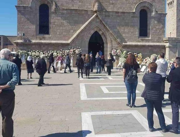 «Ράγισαν» καρδιές στην κηδεία του Δημήτρη Κρεμαστινού