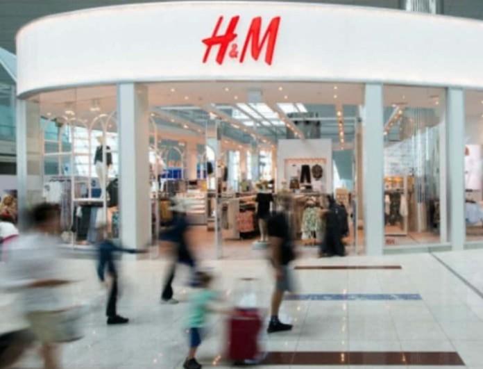 «Φωτιά» στα H&M έχει βάλει ένα φλοράλ παραμυθένιο φόρεμα