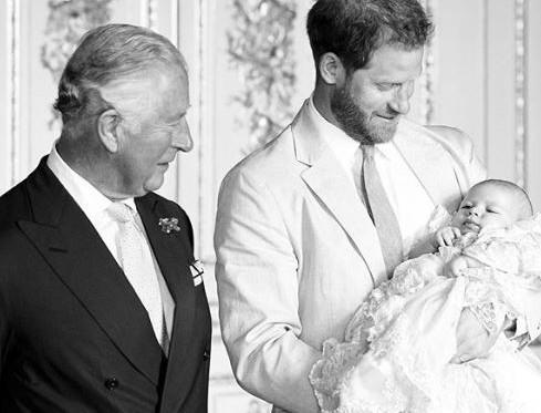 Γέμισε το βασιλικό Instagram με φωτογραφίες του μικρού Άρτσι - Η ανάρτηση της Ελισάβετ