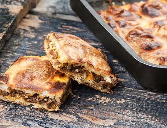 Ζουμερή κιμαδόπιτα με χωριάτικο φύλλο από την Αργυρώ Μπαρμπαρίγου - Βάλε κανέλα και θα γίνει σούπερ!