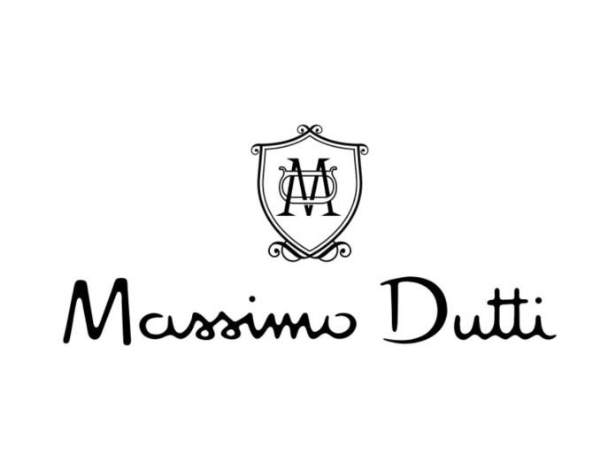 Είναι limited edition αυτό το εμπριμέ μάξι φόρεμα από τα Massimo Dutti
