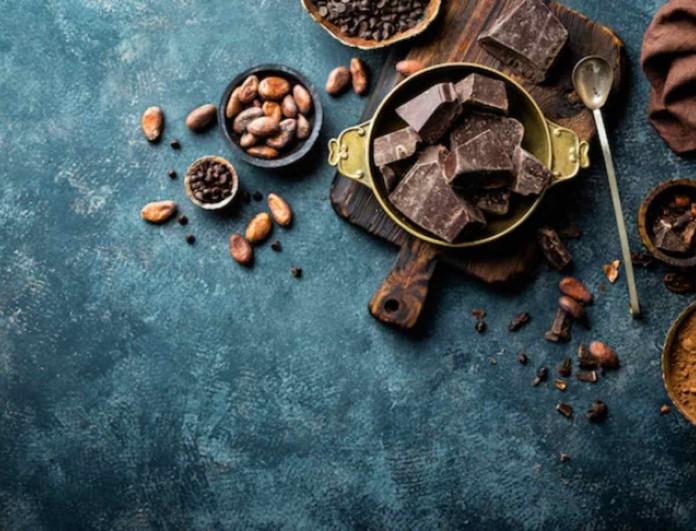 Είσαι εθισμένη στη μαύρη σοκολάτα; Δες τι κάνει στην υγεία σου