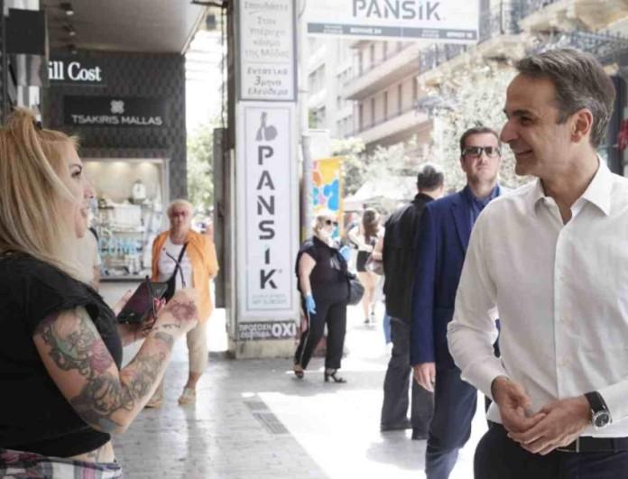 Ο Κυριάκος Μητσοτάκης στο κέντρο της Αθήνας -