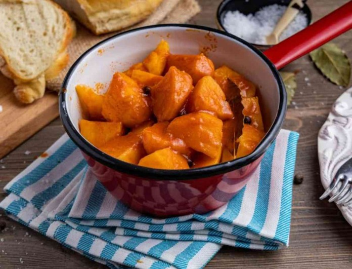 Πεντανόστιμες πατάτες γιαχνί από την Αργυρώ Μπαρμπαρίγου - Αγαπημένο φαγητό της ελληνικής κουζίνας