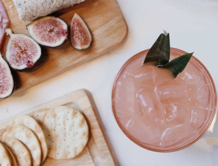 «Εθισμός» με τη ροζ λεμονάδα της Αργυρώς Μπαρμπαρίγου