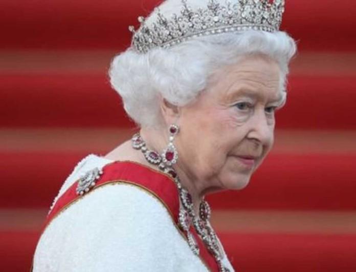 Αυτό είναι το γυμνό πορτέτο που σόκαρε το Buckingham και τη Βασίλισσα Ελισάβετ
