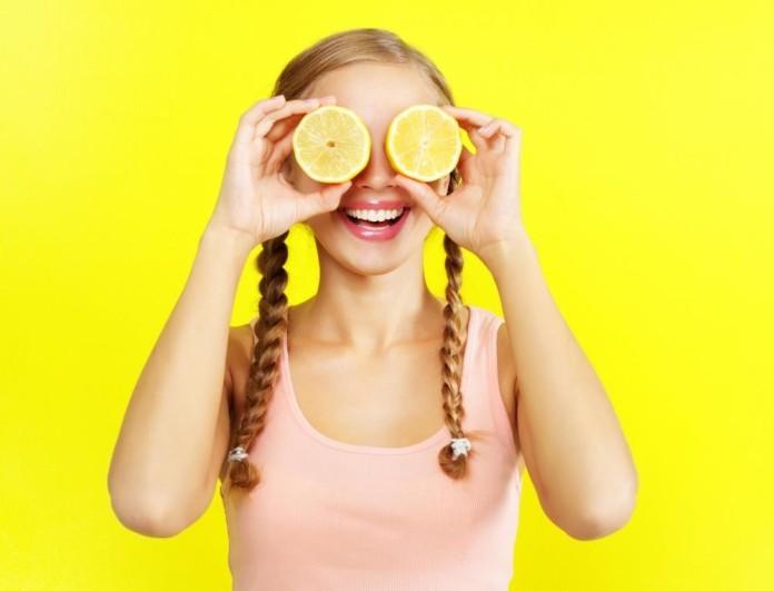 Κάνε λίφτινγκ σπίτι με αυτή τη μάσκα από γιαούρτι και λεμόνι - Θα δείχνεις 15 χρόνια νεότερη