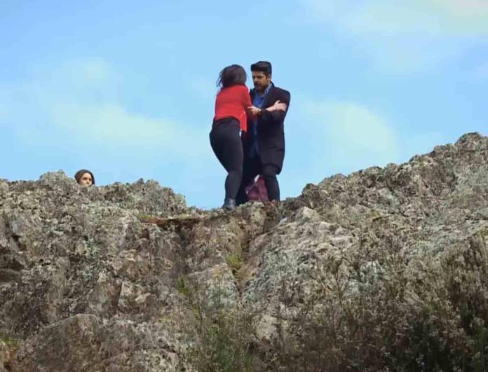 Elif: Ο Σελίμ σέρνει στην άκρη του γκρεμού την Αρζού - «Θα σε σκοτώσω»