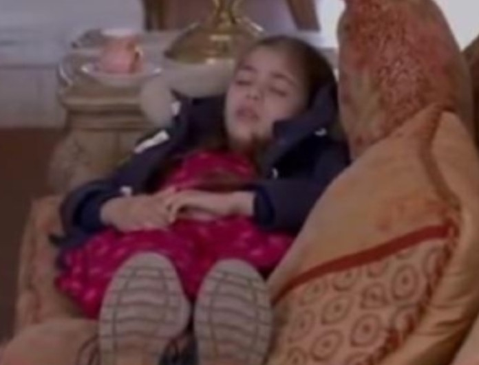 Elif: Η Ελίφ πέφτει και χτυπάει το κεφάλι της - Η Μελέκ καταρρέει