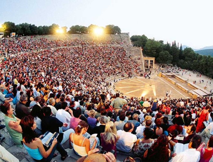 Έλληνας ηθοποιός εξομολογείται: «Πήγα να κάνω εμετό πάνω στην Επίδαυρο»