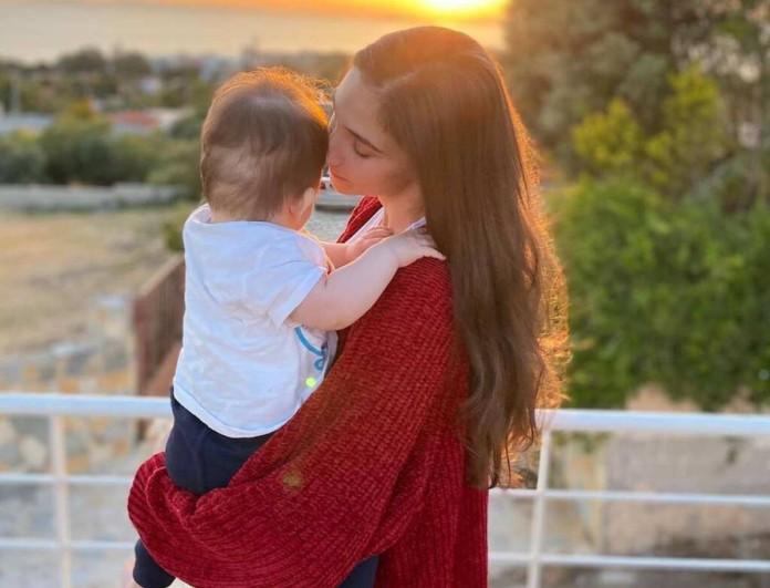 Φωτεινή Αθερίδου: Πόζαρε με μαγιό και μας έδειξε για πρώτη φορά το σώμα της μετά τη γέννα