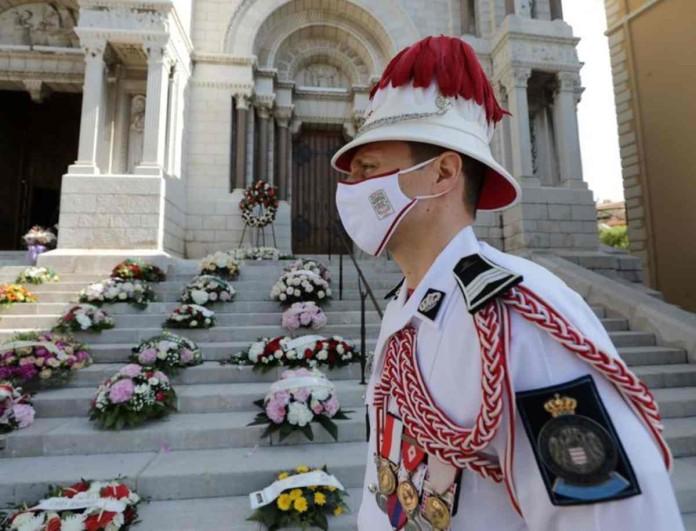 Πένθος για τον Πρίγκιπα - Μαυροφορεμένη στην κηδεία η βασιλική οικογένεια
