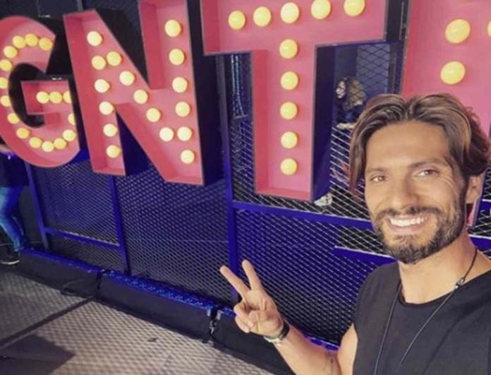 Γιώργος Καραβάς: Στα backstage του GNTM 3 με μικροσκοπικό εσώρουχο που «διαγράφει» τα πάντα