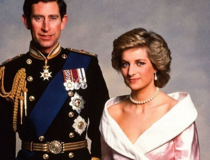Diana: 2 ημέρες μετά την ανακοίνωση στο Buckingham πως παντρεύεται διέρρευσε αυτή η μυστήρια φωτογραφία
