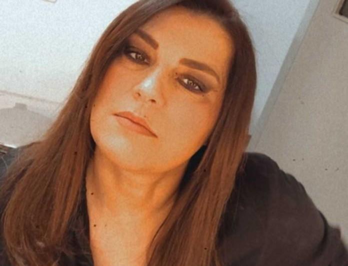 Κατερίνα Ζαρίφη: Ποζάρει τόπλες και στέλνει το πιο ηχηρό μήνυμα